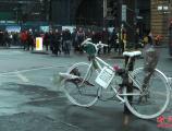 3个孩子偷42辆公共自行车,谁来陪