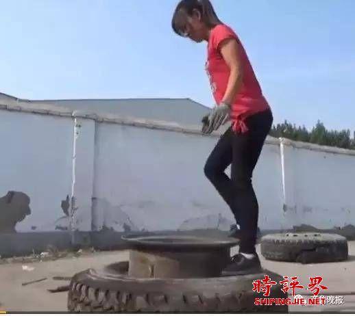 女子徒手扒轮胎成网红:身材纤瘦却动作娴熟