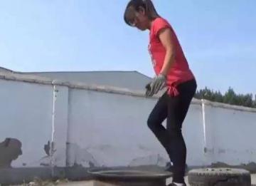张洪泉:徒手扒轮胎成网红 唯手熟尔
