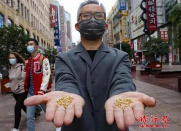 用黄金制1000粒米扔进黄浦江 节约粮食不是博眼球
